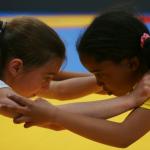 jeunes filles lutteuses